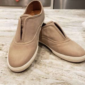 Frye Mindy slip on NEW
